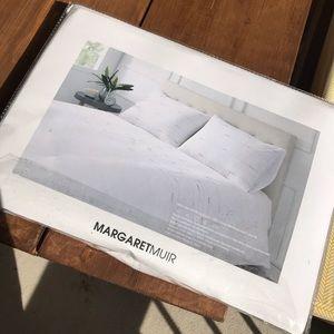 Full sized white bedding